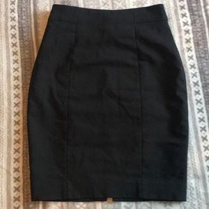 H&M black lined pencil skirt size 4 US.